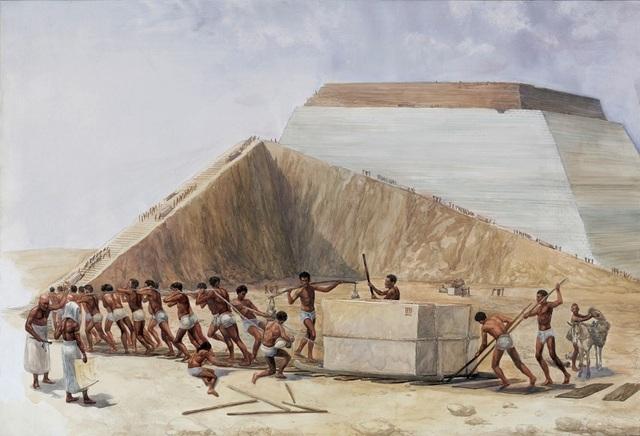Hình ảnh được cho là nằm trong quá trình xây dựng một kim tự tháp