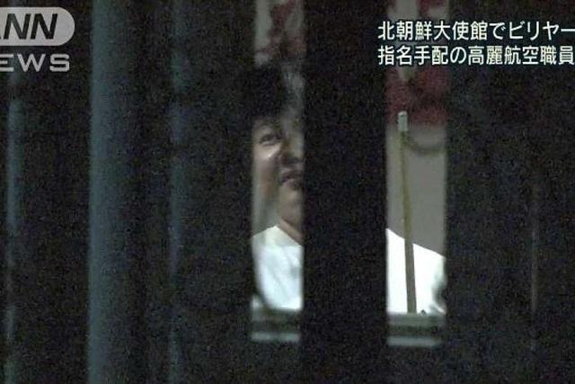 Ảnh chụp màn hình người được cho là Kim Uk-il, nghi phạm trong vụ án Kim Jong-nam, chơi bi-a trong đại sứ quán Triều Tiên tại Malaysia (Ảnh: Asahi TV)