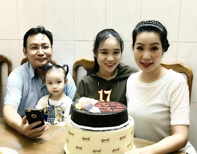 Diễn viên Trịnh Kim Chi chia sẻ hạnh phúc giản dị bên chồng và hai con kỷ niệm 17 năm ngày cưới.