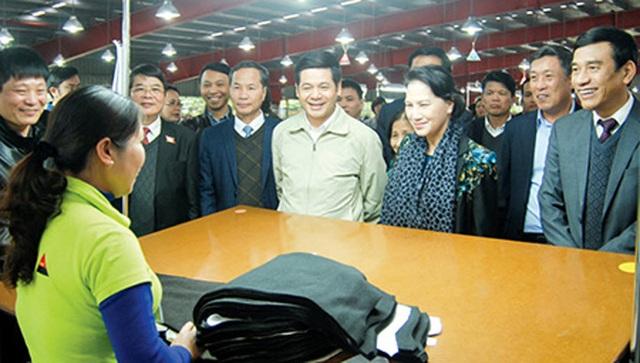 Chủ tịch Quốc hội Nguyễn Thị Kim Ngân thăm và làm việc với một số DN trên địa bàn tỉnh Thái Bình - 1