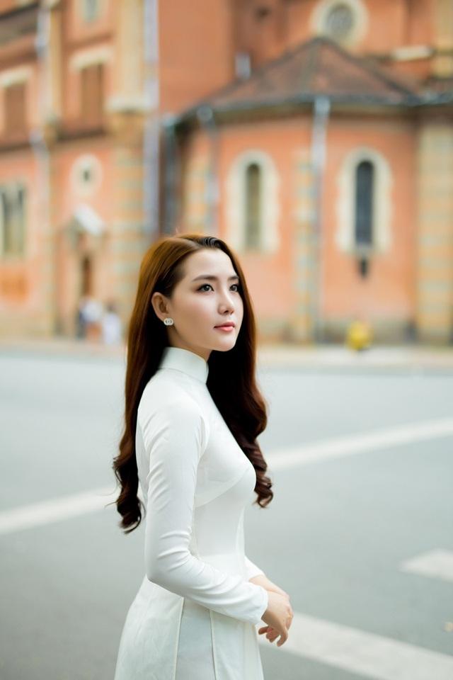 Miss Áo dài cuộc thi Nữ sinh viên Việt Nam duyên dáng Hoàng Kim Phương gợi ý giúp các bạn gái hóa giải những câu hỏi khó dịp Tết.