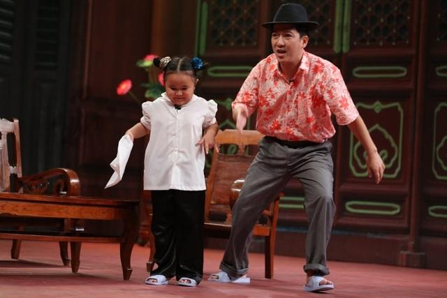 Sáu Bánh Bèo là vai diễn đáng yêu của bé Kim Thư trên sân khấu