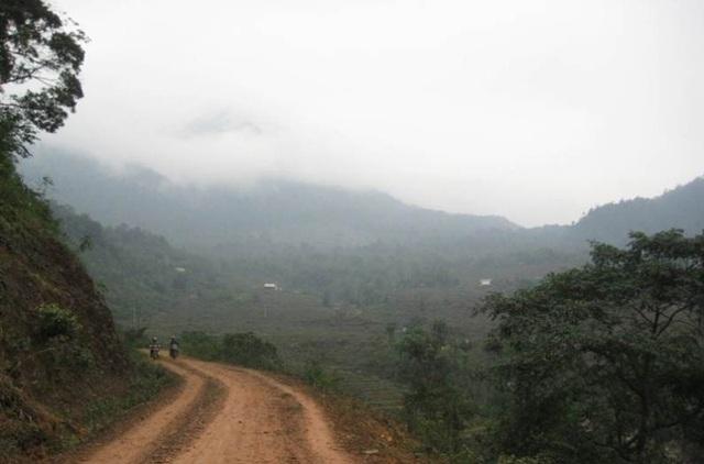Đường lên Pù Luông chủ yếu là đường đèo, khá khó đi.