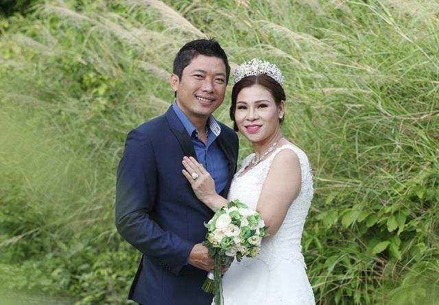 Kinh Quốc và vợ mới