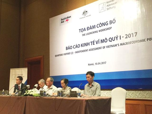 Các chuyên gia kinh tế tại Hội nghị (ảnh Nguyễn Tuyền)