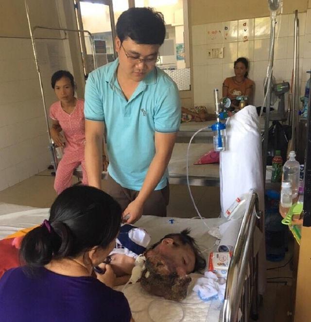Phóng viên Dân trí đến Bệnh viện Trung ương Huế thăm bé Kim Ngân