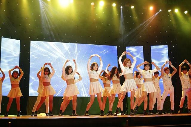 Nhóm nhảy được yêu thích nhất cuộc thi B-wild trình diễn những động tác đặc trưng của ban nhạc thần tượng đình đám SNSD