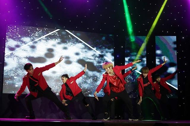 Climax crew trình diễn những bước nhảy và thần thái của nhóm nhạc EXO một cách hoàn hảo.