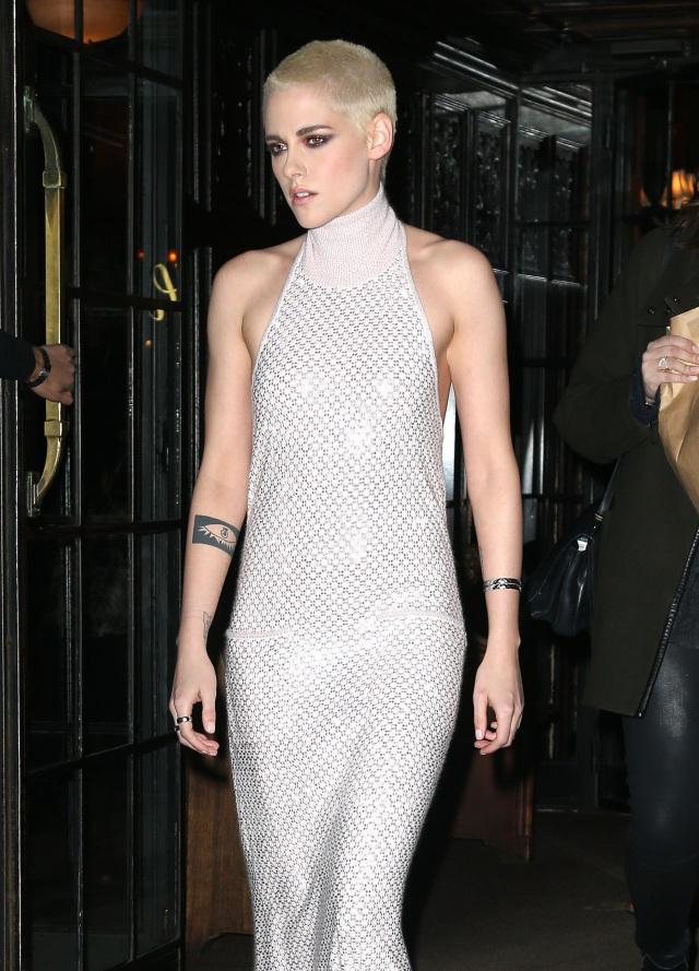 Sự nghiệp của nữ diễn viên Kristen Stewart không bị ảnh hưởng nhiều sau vụ việc nhưng cô quyết định chuyển sang yêu phụ nữ sau tất cả.