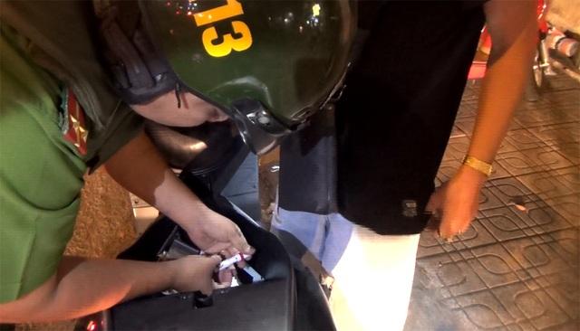 Ngoài việc phải căng mình giữ gìn an ninh trật tự, Cảnh sát 113 còn bị ảnh hưởng bởi nhiều cuộc gọi chọc phá.