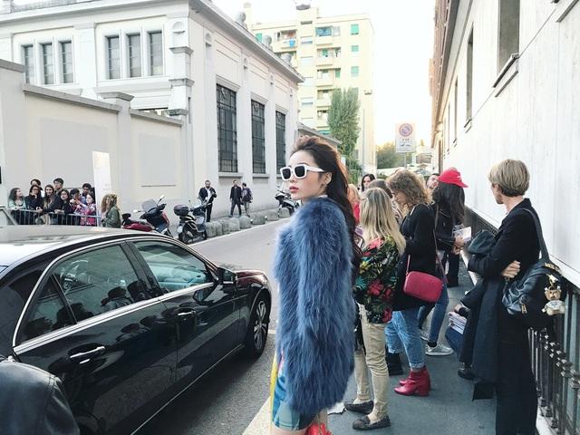 Chia sẻ sau khi tham gia show, Kỳ Duyên cho biết, cô rất thích thú khi được ngắm nhìn những mẫu trang phục đến từ nhà mốt mà bản thân yêu thích.