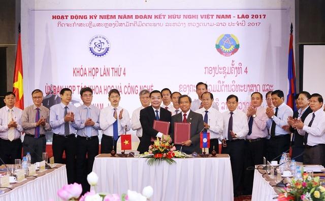 Bộ trưởng KH&CN Việt Nam và Lào ký Biên bản khóa họp lần thứ 4 Ủy ban Hợp tác KH&CN Việt Nam & Lào.