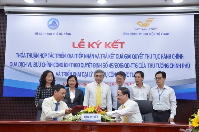 UBND TP Đà Nẵng và Tổng Công ty Bưu chính Việt Nam ký kết thỏa thuận hợp tác tiếp nhận hồ sơ, trả kết quả giải quyết thủ tục hành chính qua dịch vụ bưu chính công ích trên địa bàn TP Đà Nẵng