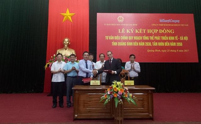Quảng Bình và Công ty McKinsey& Company Việt Nam ký kết Hợp đồng tư vấn điều chỉnh Quy hoạch tổng thể phát triển kinh tế xã hội
