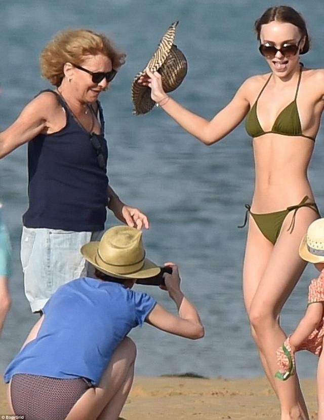 Con gái Johnny Depp diện bikini khoe thân hình thanh mảnh, quyến rũ