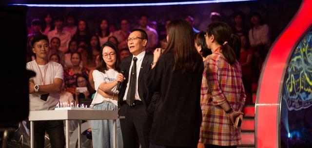 Nhà báo Lại Văn Sâm phát biểu trong Ai là triệu phú phát sóng hôm 16/11.