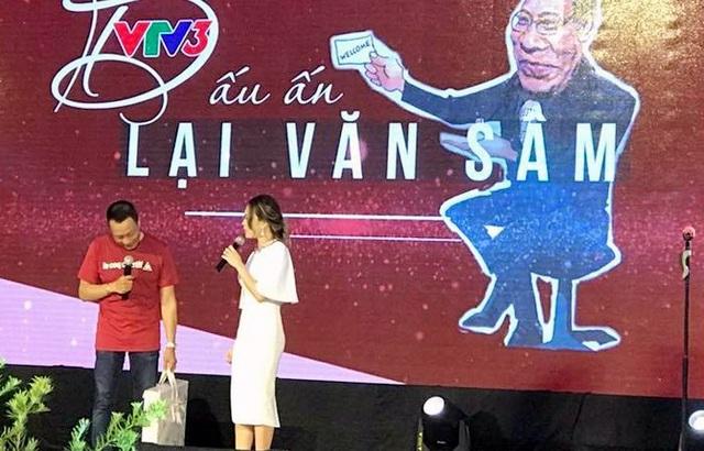 MC Lại Văn Sâm và Mỹ Tâm đã nhắc lại những kỷ niệm ngày xưa, đồng thời song ca với nhau ca khúc Trái tim không ngủ yên.