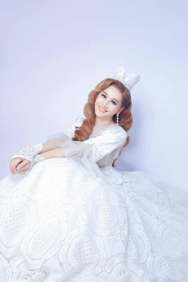 Lâm Khánh Chi trong hình ảnh cô dâu hạnh phúc