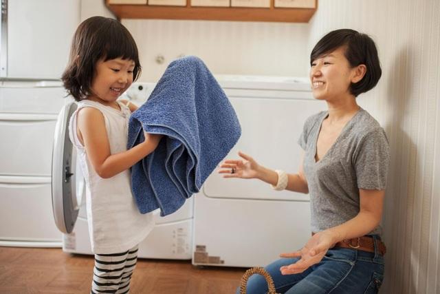 Trẻ không chịu làm việc nhà là do… bố mẹ! - 5