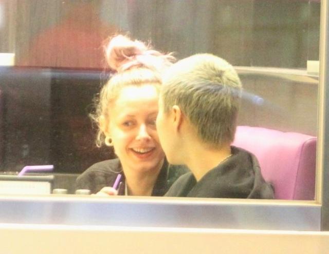 Giới săn tin bắt gặp Ngô Trác Lâm và bạn gái tại một nhà hàng vào ngày 18/11 vừa rồi. Cặp đôi trông vô cùng quấn quýt và tình cảm.