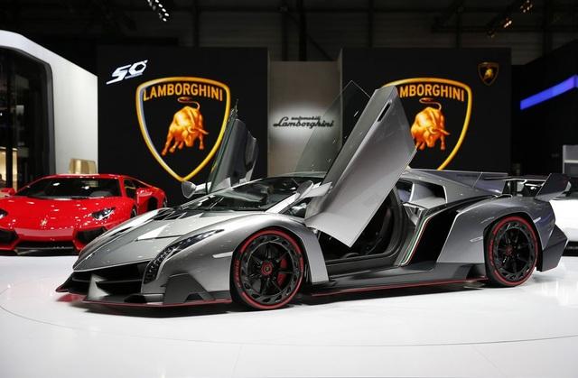 Lamborghini Veneno được trang bị động cơ 12 xy-lanh, công suất 750 mã lực.