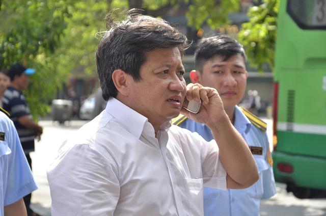 Nhiều cuộc điện thoại can thiệp khi ông Hải chỉ đạo đập bậc tam cấp của công ty quản lý nhà TP