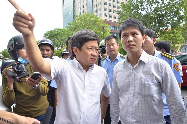 Ông Đoàn Ngọc Hải, Phó Chủ tịch UBND Quận 1 chỉ huy lực lượng tại hiện trường
