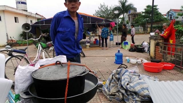 Xoong nồi vốn được dùng để nấu cơm cho các cán bộ chiến sĩ bị giữ.