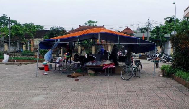 Lều dã chiến được dựng trong sân Nhà văn hóa thôn Hoành cũng được dỡ bỏ.