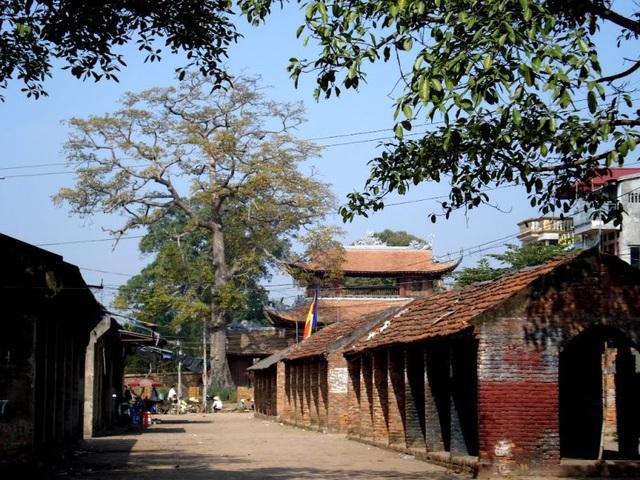 Làng vẫn giữ văn hóa sinh hoạt trong khu chợ truyền thống.