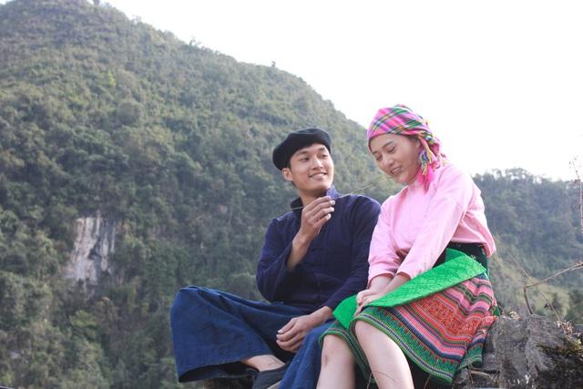 Phim xoay quanh chuyện tình đẹp mà trắc trở của đôi trai gái người HMông ở Hà Giang.