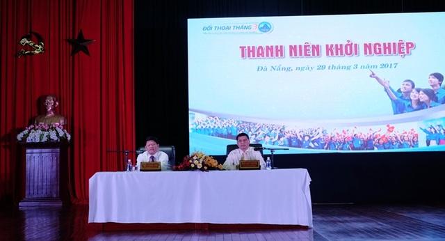 Ông Võ Công Trí - Phó Bí thư Thường trực Thành ủy Đà Nẵng và ông Hồ Kỳ Minh - Phó Chủ tịch UBND TP chủ trì đối thoại với thanh niên về chủ đề khởi nghiệp