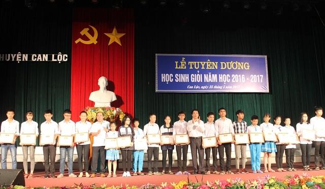 Năm học 2016 - 2017, huyện Can Lộc có hơn 2.000 học sinh đạt danh hiệu học sinh giổi các cấp