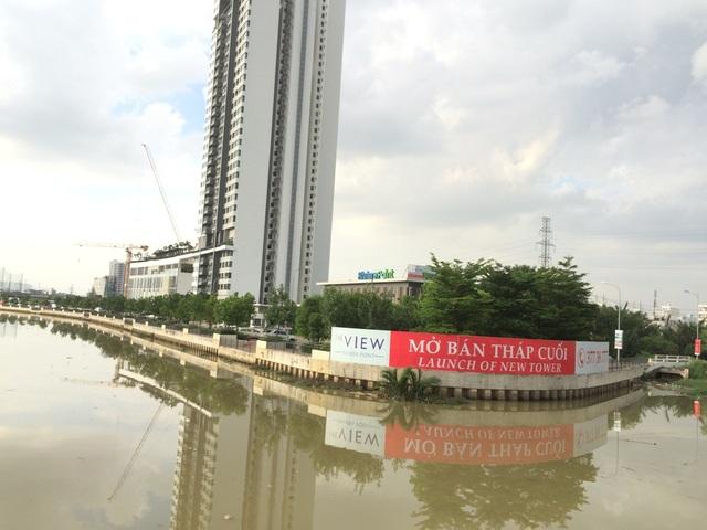 Dự án Riviera Point lấp 1.800m2 rạch Cả Cấm (phường Tân Phú, quận 7) nhưng chính quyền địa phương không biết