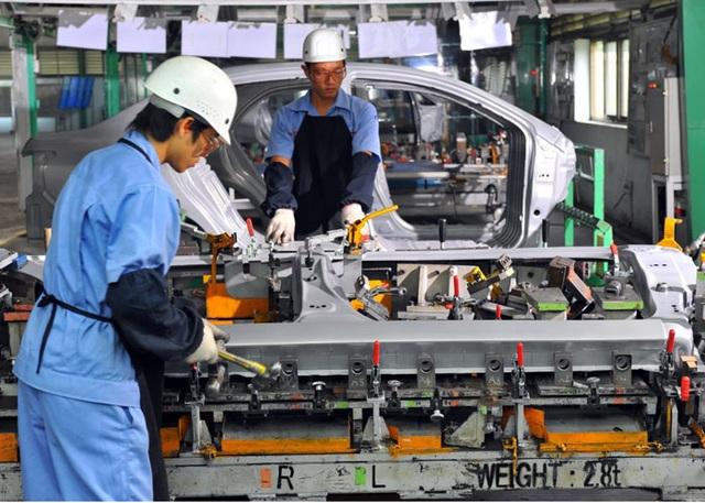 Do phải nhập khẩu và các chi phí tại Việt Nam đang tăng cao, liên doanh xe hơi trong nước cảnh báo chi phí sản xuất xe ô tô Việt tăng hơn nhiều so với xe Thái, Indonesia, khiến nhiều DN chùn bước.