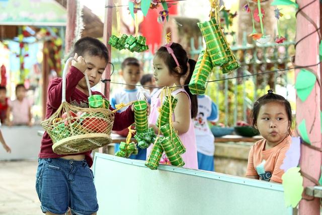 Học sinh trường MN trị trấn Lấp Vò - Đồng Tháp trong giờ học ngoài trời