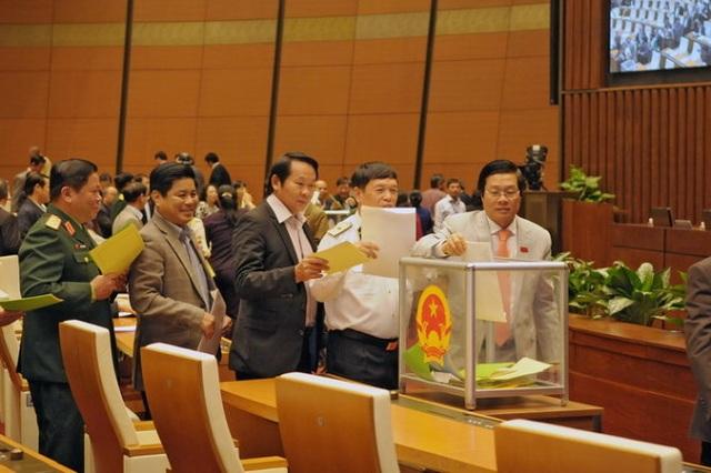 Theo Nghị quyết của Quốc hội, mỗi khoá, Quốc hội chỉ tiến hành lấy phiếu tín nhiệm với các chức danh do Quốc hội bầu và phê chuẩn một lần, vào giữa nhiệm kỳ.