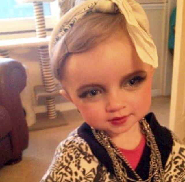 """Bà mẹ chi hàng nghìn bảng """"đắp"""" cho con gái 7 tuổi để mong nổi tiếng - 11"""