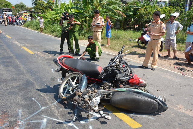 Hiện trường vụ tai nạn nghiêm trọng làm người tử vong tại chỗ