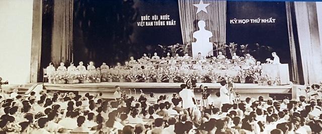 Bí thư thứ Nhất Lê Duẩn đọc Báo cáo Chính trị đặc biệt tại kỳ họp thứ nhất, Quốc hội khóa VI. Hà Nội, ngày 25/6/1976.