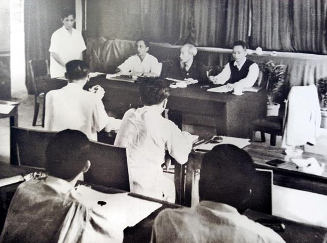 Năm 1960, đồng chí Lê Duẩn được phân công giúp Chủ tịch Hồ Chí Minh chủ trì chuẩn bị Báo cáo Chính trị trình Đại hội toàn quốc lần thứ III của Đảng, đề ra 2 chiến lược cách mạng: Tiến hành cách mạng xã hội chủ nghĩa ở miền Bắc, hoàn thành cách mạng dân tộc dân chủ ở miền Nam, kết hợp cách mạng hai miền nhằm mục tiêu chung là hoàn thành giải phóng dân tộc, thực hiện thống nhất nước nhà, đưa cả nước tiến lên chủ nghĩa xã hội. Tại Đại hội, đồng chí được bầu làm Bí thư thứ Nhất Ban Chấp hành Trung ương Đảng Lao động Việt Nam.