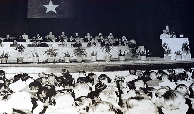 Ngày 27/3/2964, Chủ tịch Hồ Chí Minh triệu tập Hội nghị Chính trị đặc biệt (Hội nghị Diên Hồng thời kỳ chống đế quốc Mỹ) để biểu thị quyết tâm của toàn dân tộc trong xây dựng và bảo vệ miền Bắc, giải phóng miền Nam, giành hòa bình, thống nhất đất nước.