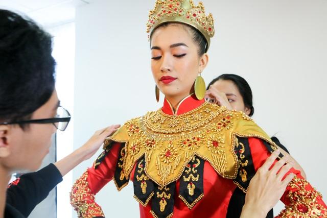 Những hé lộ đầu tiên về quốc phục của Lệ Hằng tại Miss Universe - 2