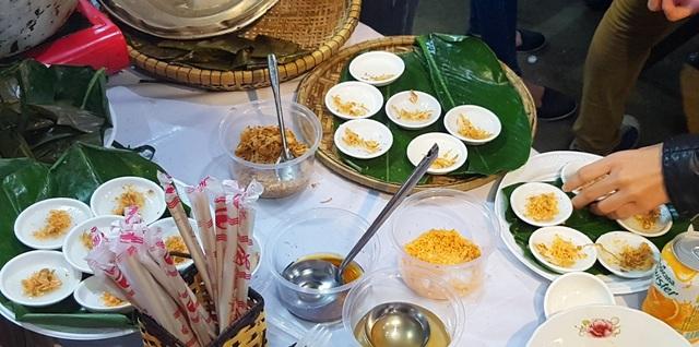 Bánh bèo chén Huế chuẩn bị cho du khách