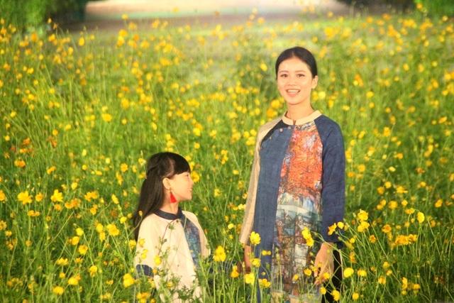 NTK Hữu Là La với BST áo dài từ nền tranh họa sĩ Công Huyền Tôn Nữ Tuyết Mai