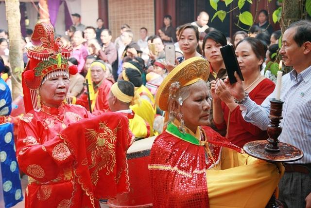 Lễ hội đền Hoàng Công Chất - Thành Bản Phủ đúng vào dịp kỷ niệm 248 năm ngày mất của vị tướng áo vải Hoàng Công Chất.