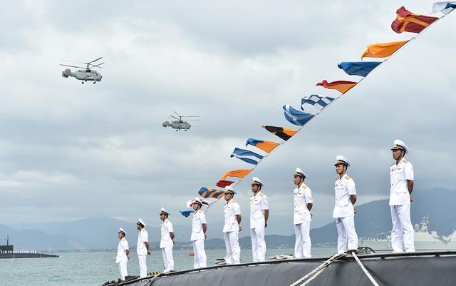 """Với việc hoàn thiện đội tàu ngầm, Quân chủng Hải quân có đầy đủ """"5 ngôi sao biển""""."""