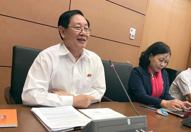 Bộ trưởng Nội vụ Lê Vĩnh Tân phát biểu tại tổ thảo luận (ảnh: Quang Phong)