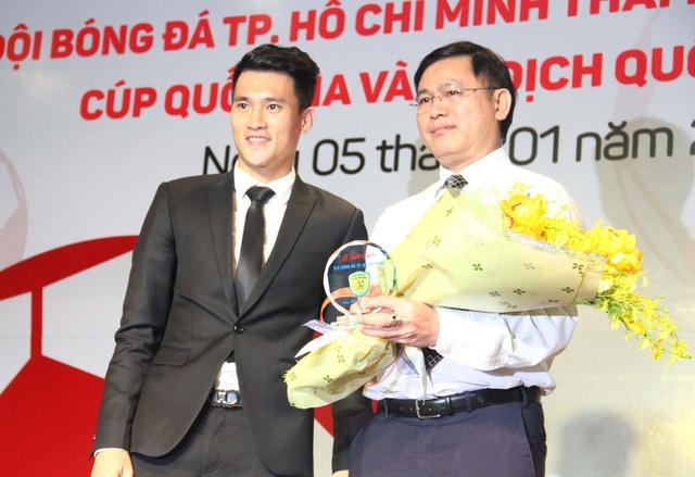 Lê Công Vinh (trái) trên cương vị mới: Quyền chủ tịch CLB bóng đá TPHCM (ảnh: Hoàng Đức)