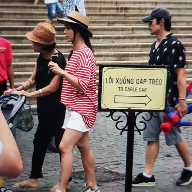 Vợ chồng Lee Byung Heon đưa con trai đi chơi tại Đà Nẵng.